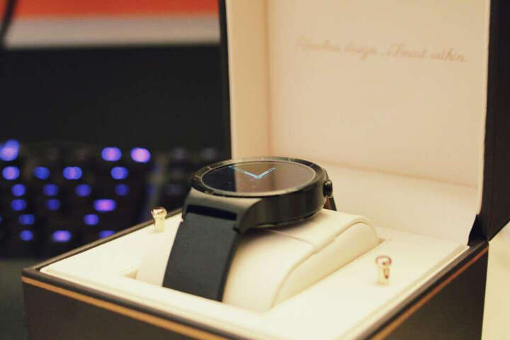 【砍价送11件套】华为手表watch 2 智能手表 蓝牙无线心率监测智能穿戴运动计步器 watch 2 4G版 碳晶黑 晒单图