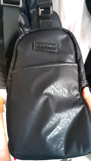 暇步士(Hush Puppies) 男士单肩包 新科技树纹布胸包 休闲时尚大容量斜挎包 蓝黑色 晒单图
