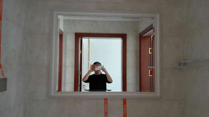 法兰棋白色木质边框卫浴镜