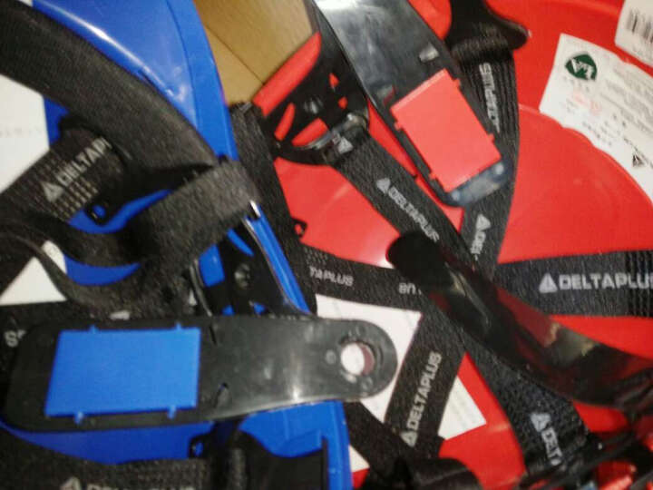 代尔塔旗舰店 ABS材质带荧光条反光条 工地工程 绝缘安全帽 电工 防撞耐高温102018 红色 晒单图