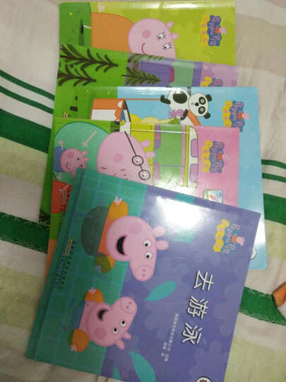 小猪佩奇全套10册中英文对照珍藏版3-6岁幼儿童睡前故事书绘本图书 宝宝启蒙认知读物赠光盘 晒单图