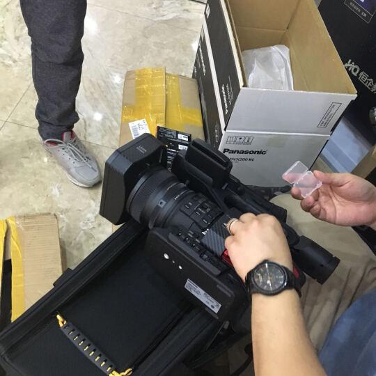 松下(Panasonic)AG-DVX200MC 4K摄影机 高清摄像机 套餐五(64G卡*2+原电+话筒+百诺三角架+滑轮 晒单图