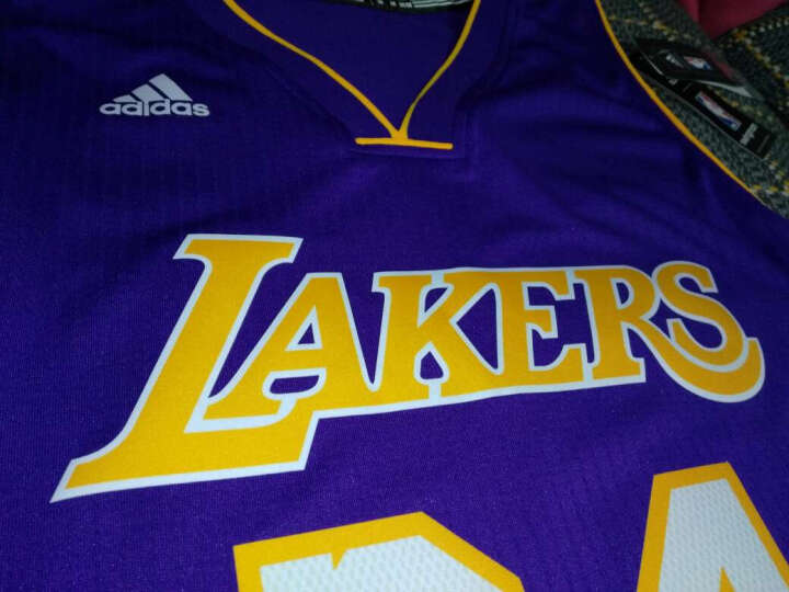 NBA 阿迪达斯 湖人 科比 篮球服 Swingman球衣 ADS1200A 湖人科比 M 晒单图