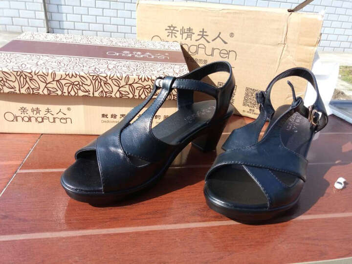 亲情夫人凉鞋女2017夏季新款粗跟女士中跟凉鞋牛皮休闲中年妈妈女鞋 黑色 39 晒单图