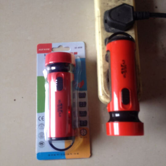 快灵通LED充电式手电筒 4颗LED灯珠 聚光无频闪 高功效 SE-808 颜色随机 晒单图