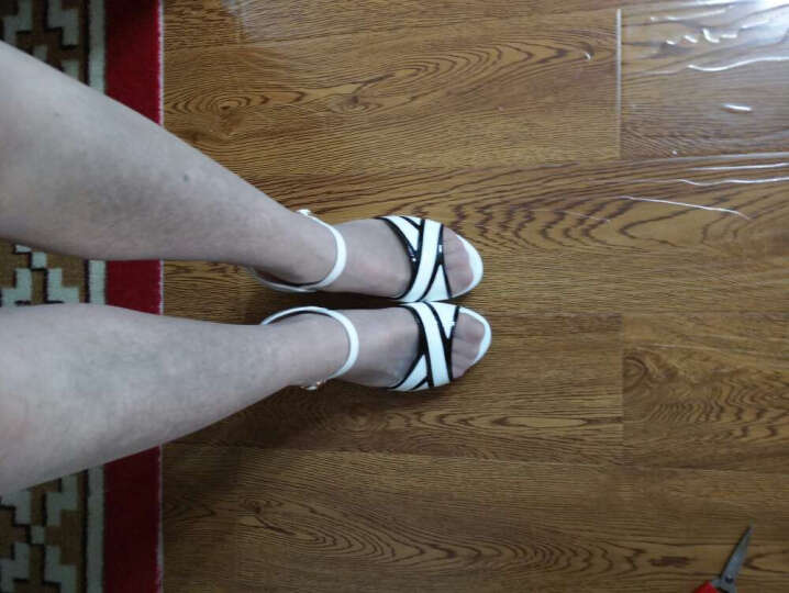 雅诗莱雅 2017夏季新款软底露趾鱼嘴性感女鞋 时尚韩版方根镜面拼色一字扣凉鞋女 白色 37 晒单图