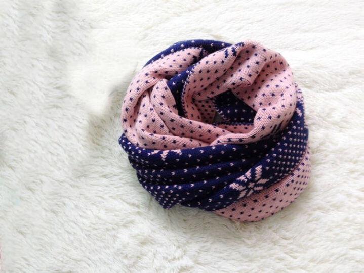 维尔伽 秋冬季款保暖双面针织毛线围脖圣诞雪花围巾女 W8028 黑白色 晒单图