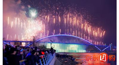 卢浦大桥是当今世界第一钢结构拱桥,是世界上跨度最大的拱形桥.