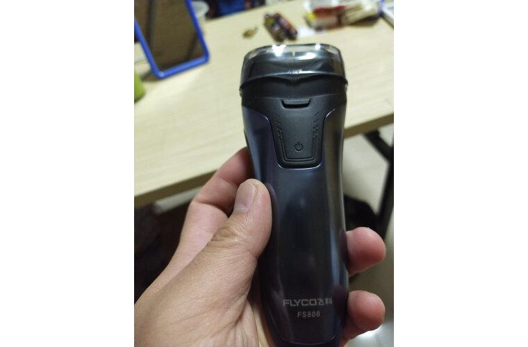 飞科(FLYCO)电动剃须刀全身水洗须刨刮胡刀充电式数显男士电胡须刀FS808标配(热卖中)