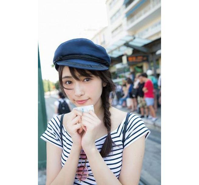 渡辺梨加1st写真集 饒舌な眼差し