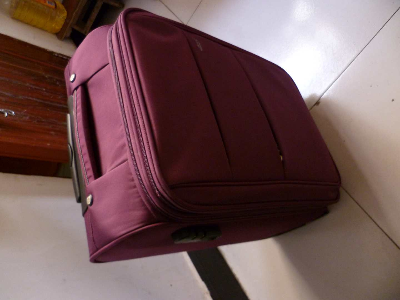 red air max 1 essential 00253524 bags