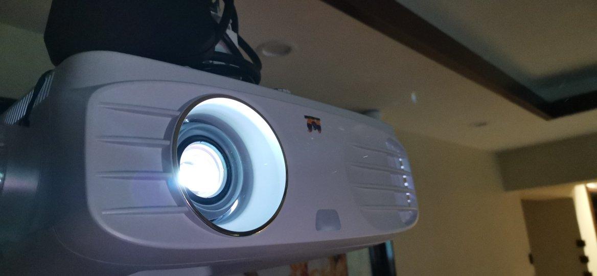 优派4K高清投影仪,替代小尺寸智能电视了