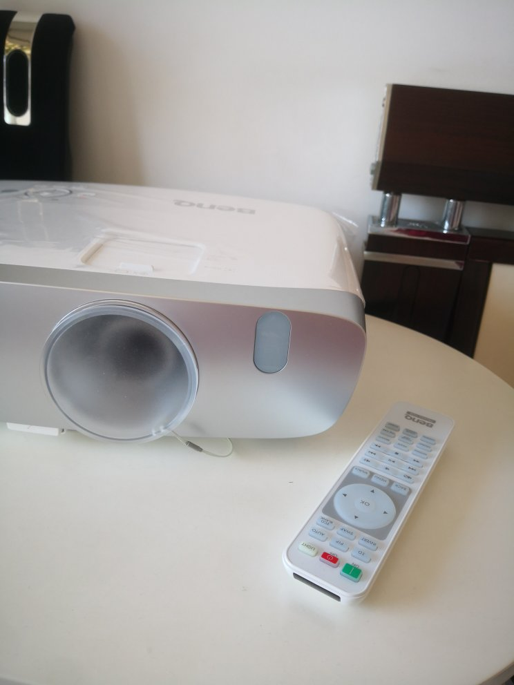 明基高分辨率高流明投影仪,支持蓝光3D看电影
