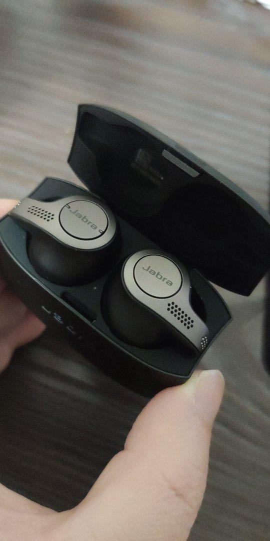 捷波朗入耳式降噪耳机,可同时连接两台手机用