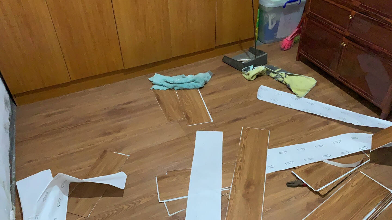 【一撕即贴】荣彩自粘木地板贴PVC地板革家用加厚耐磨地板胶水泥地面装修家用卧室客厅商用办公室277744【新款特价2mm厚度】一平方