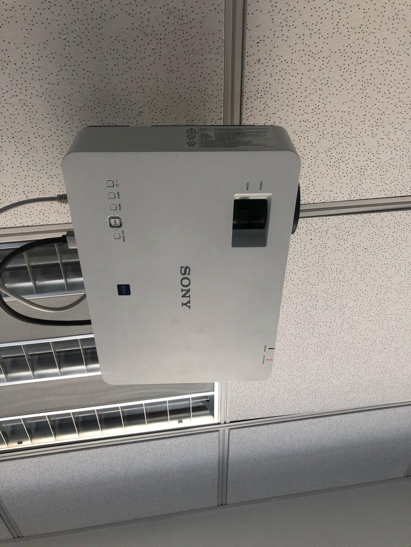 索尼高清简约投影仪,办公家用兼具的一款
