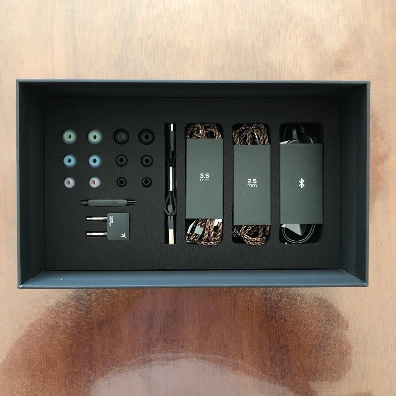 AKG圈铁混合五单元HiFi耳机,木耳朵也能听出花来 8999元