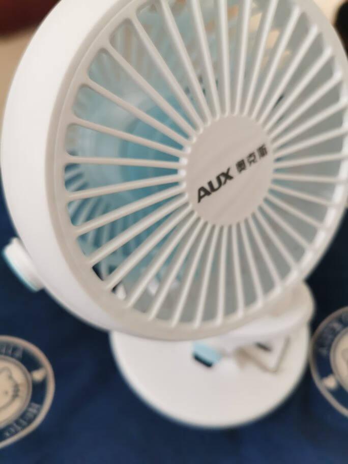 奥克斯(AUX)USB小风扇/电风扇/小电扇/小台扇办公宿舍床头车载用多功能台式壁挂式迷你台夹扇蓝白色