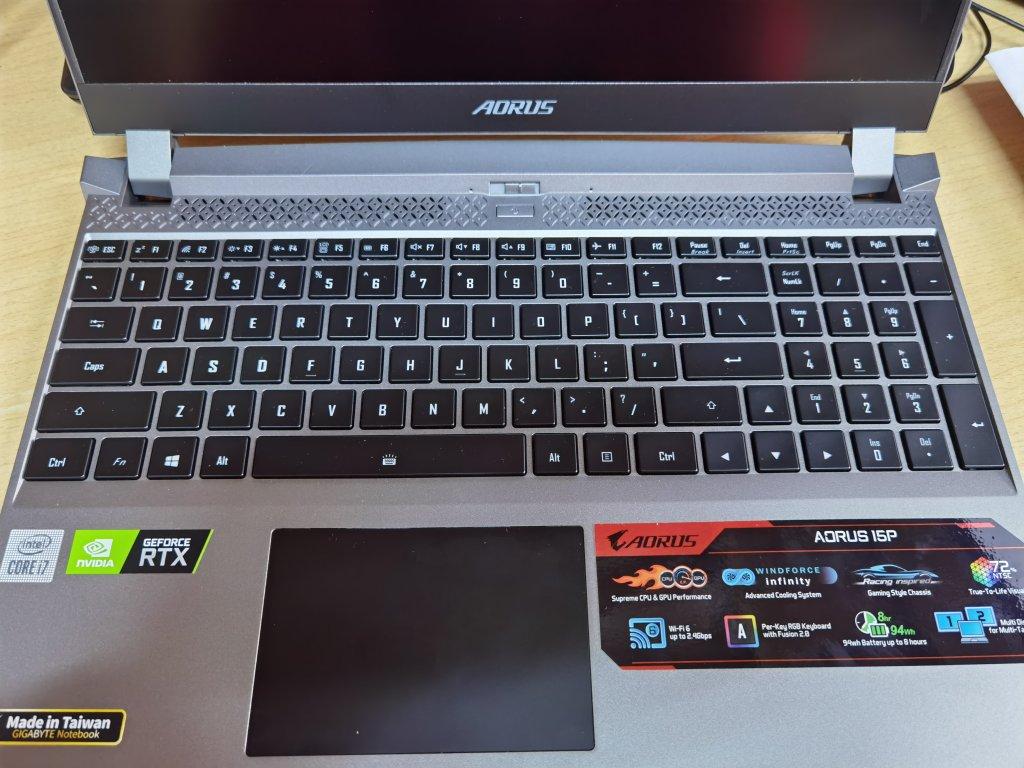 技嘉15.6英寸电竞游戏笔记本,240Hz高刷新率屏幕