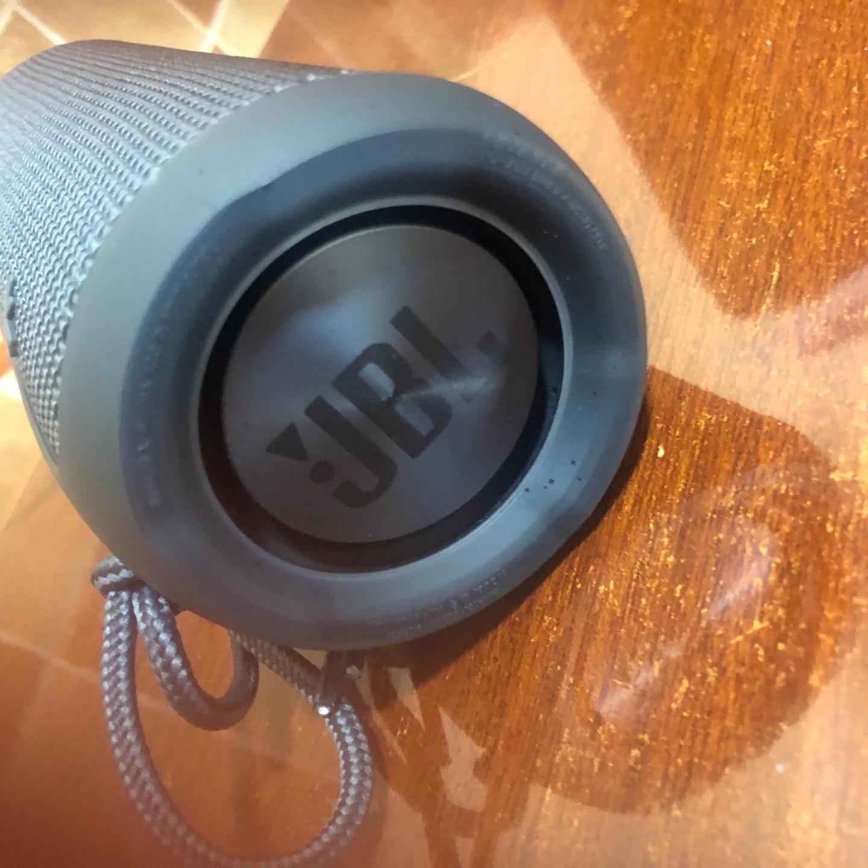 JBL防水无线蓝牙音箱,户外烧烤用太舒服了
