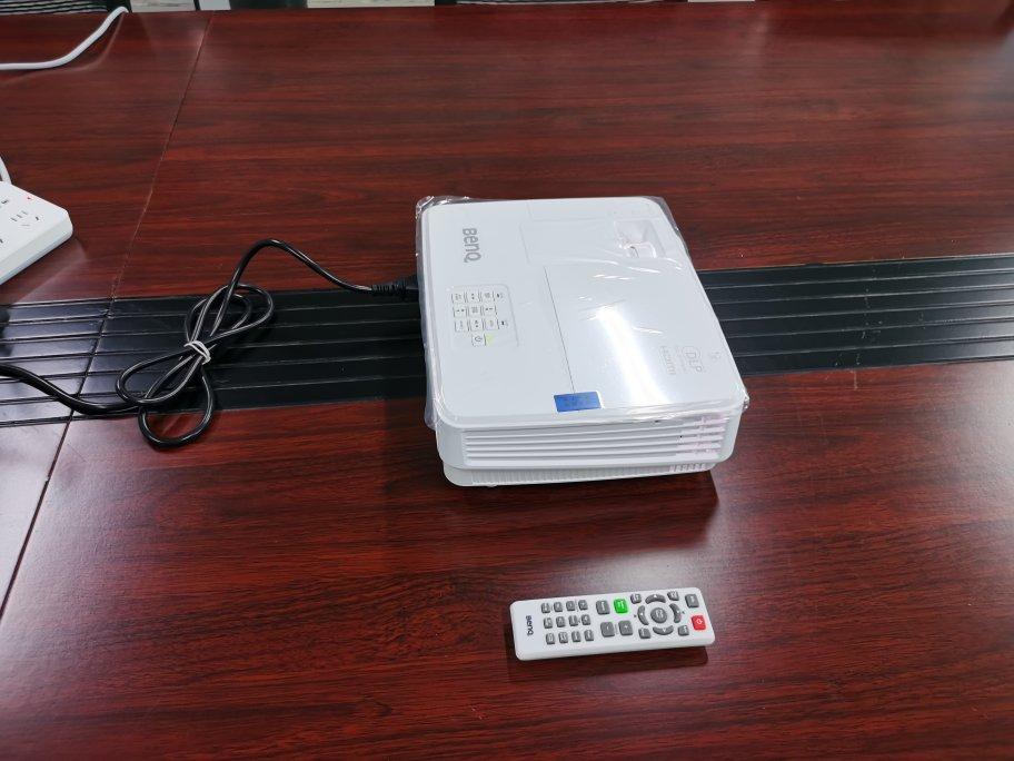 明基商务办公入门投影仪,3300高流明款