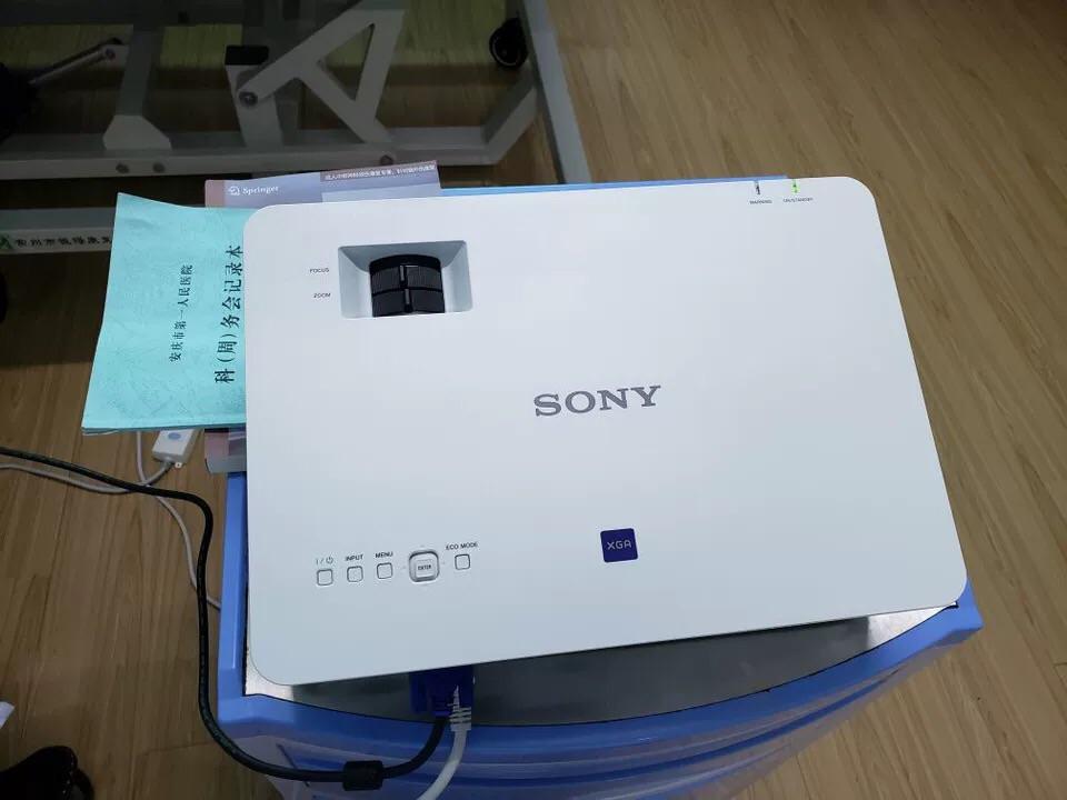 索尼高清简约投影仪,办公家用兼具的一款 6699元