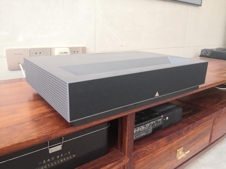 峰米激光电视4K投影仪,看大片和电影院一个效果