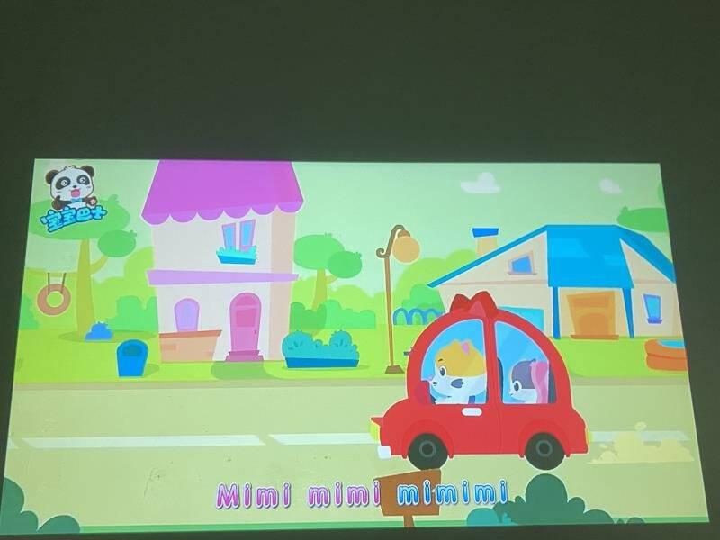 康佳(KONKA)H7投影仪家用智能投影机卧室家庭影院(康佳TV系统侧投校正开机无广告手机同屏)