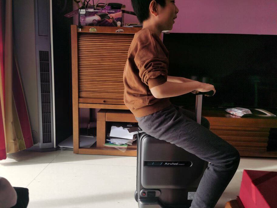 Airwheel爱尔威电动行李箱骑行智能箱包登机箱铝框高端旅行箱20英寸男女儿童拉杆箱SE3mini青春版—火萃岩黑