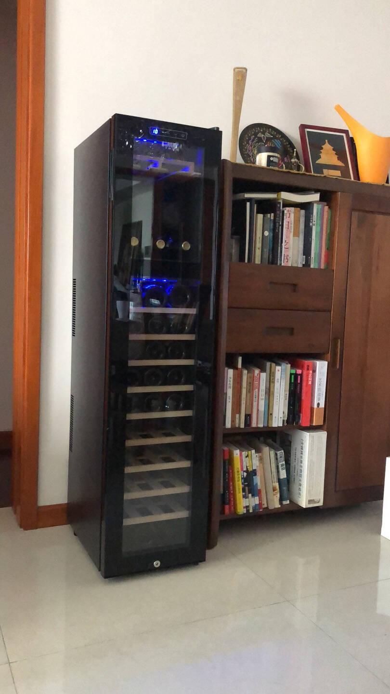 科蒂斯电子恒温红酒柜家用客厅小型恒温酒柜风冷茶叶红酒储藏柜雪茄柜红酒柜子红酒箱冰酒柜(瓶数可选配)榉木挂杯款+18瓶装+带锁