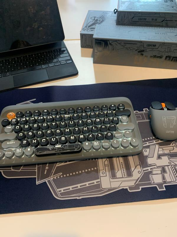 洛斐山东舰茶轴蓝牙背光机械键盘,送男朋友简约军事风礼物