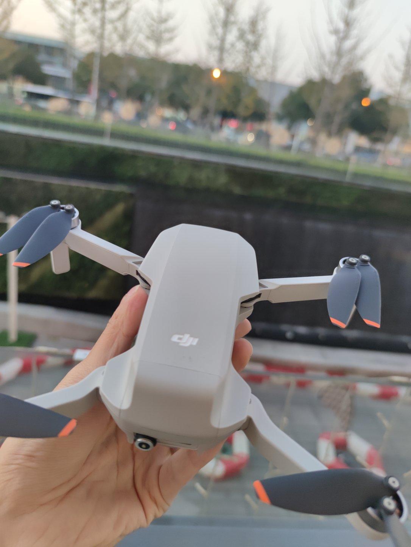 大疆Mini2无人机,轻巧便携款4K拍摄工具