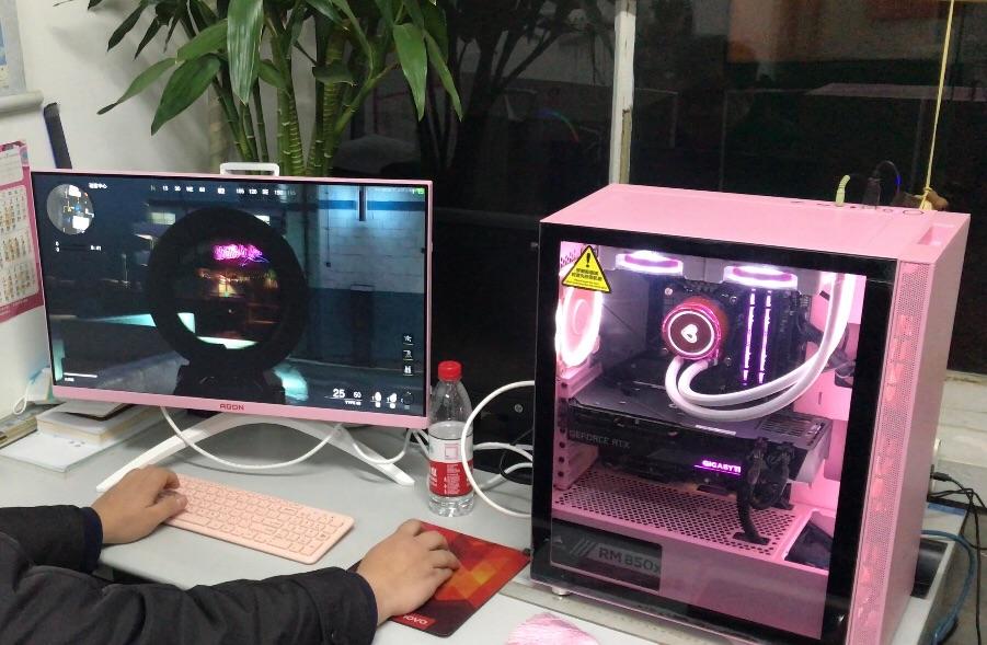 AOC爱攻3粉色电竞显示器,送给喜欢玩游戏的女生礼物