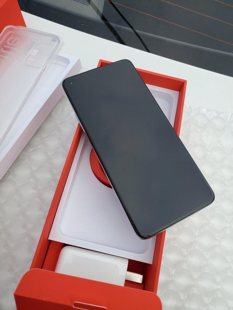 一加手机8T旗舰手机,120Hz柔性直屏游戏玩