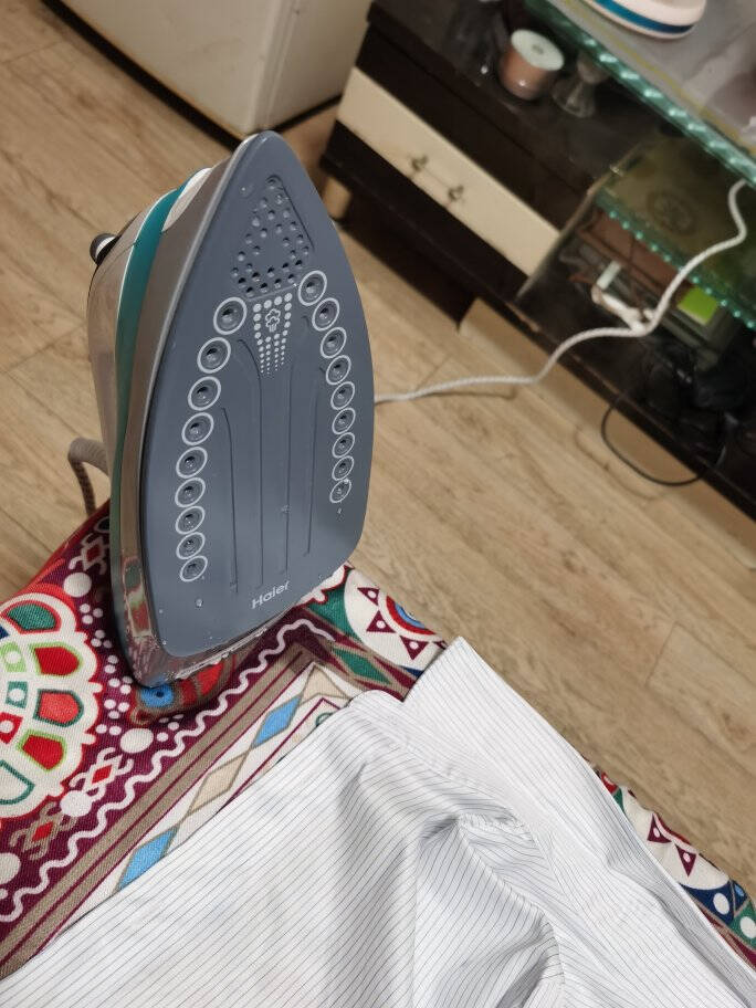 海尔(Haier)电熨斗蒸汽挂烫机1600W自动清洗家用手持迷你电熨斗