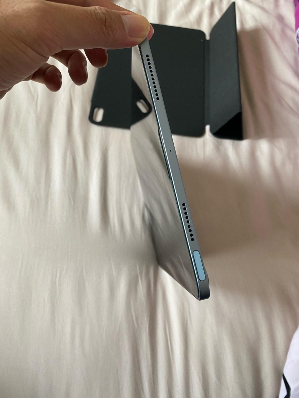 iPad Air 10.9英寸平板电脑,配个妙控键盘就能变身办公电脑