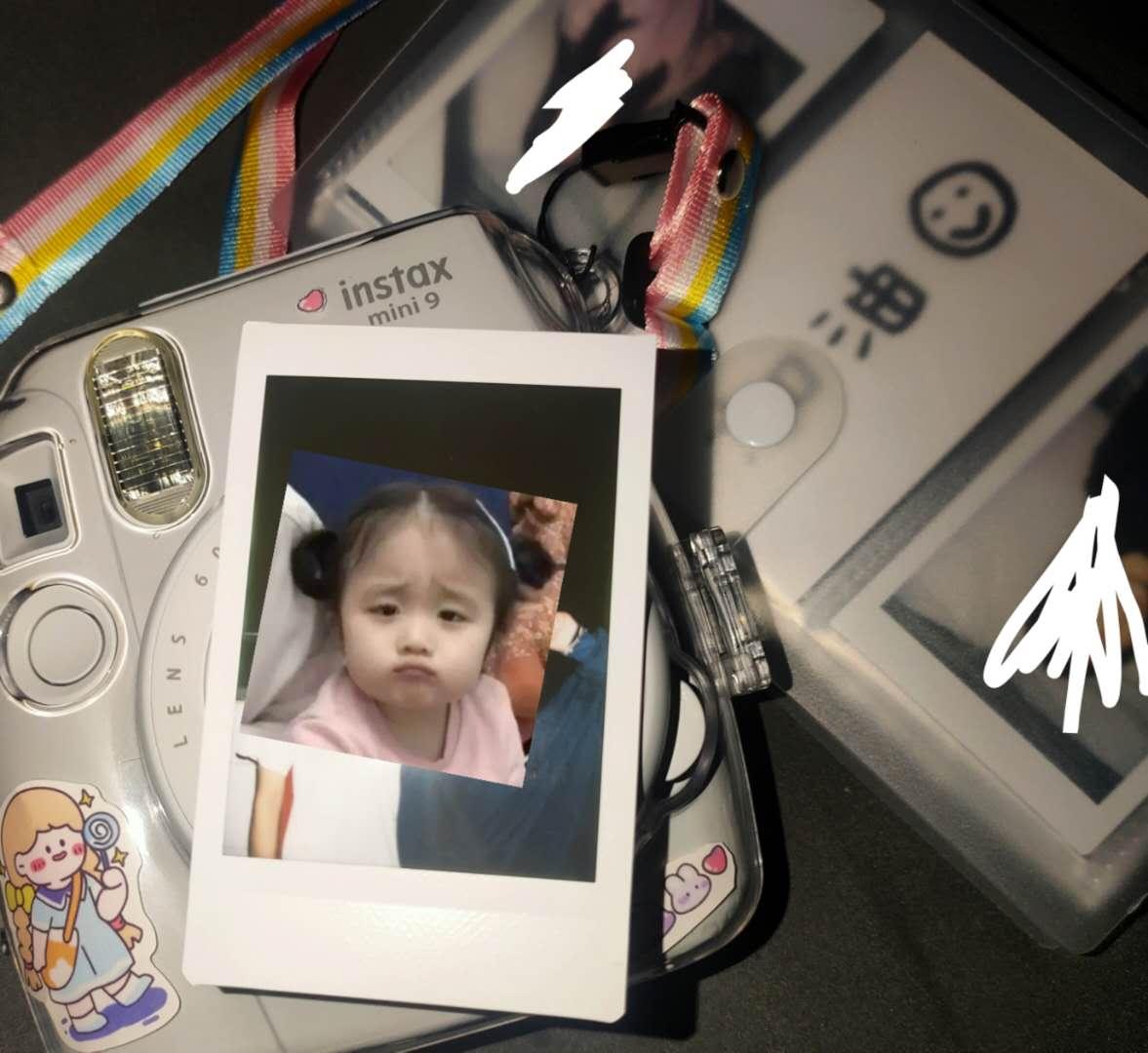 富士instax立拍立得一次成像相机mini9(mini8升级款)精美礼盒烟灰白(含10张相纸)