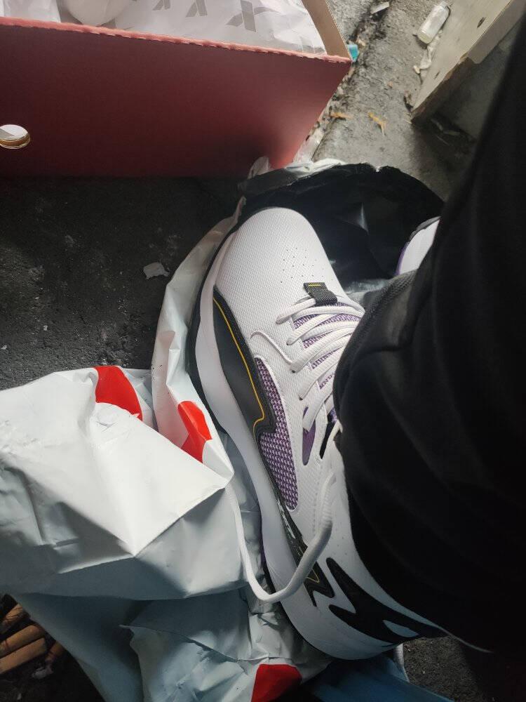 特步篮球鞋男鞋耐磨防滑运动鞋高帮缓震实战篮球鞋879119127057白黑紫41码