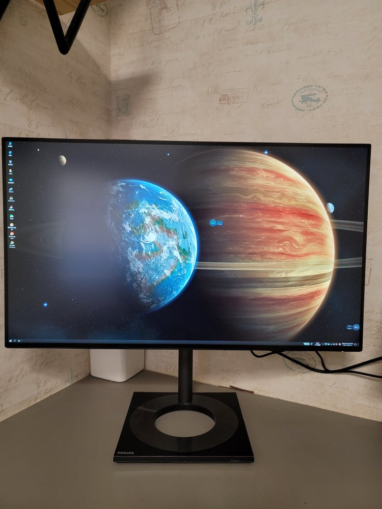 飞利浦27英寸反向充电显示器,给笔记本方便连大屏用