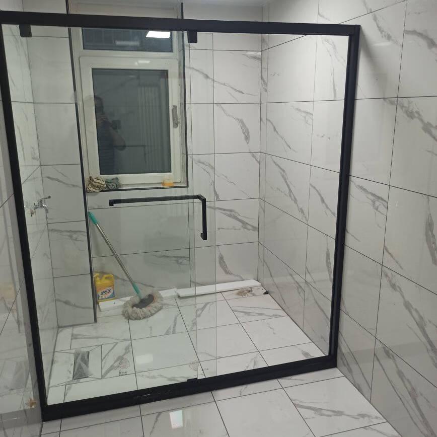 箭牌卫浴(ARROW)淋浴房隔断干湿分离玻璃隔断整体浴室浴房定制黑色一字型形简易不锈钢沐浴房1.7-1.79m黑色一固一活不锈钢2399元