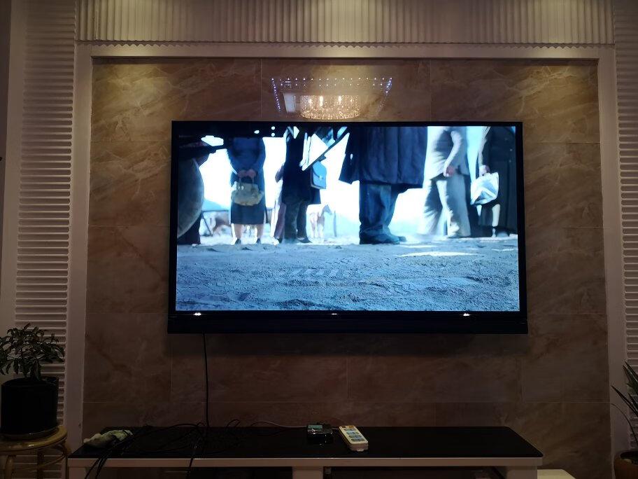 飞利浦70英寸音响电视,好看的画面还有好听的音乐