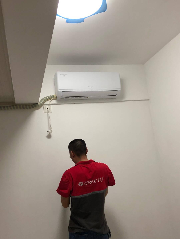 格力(GREE)空调云炫新三级能效变频冷暖高温自清洁智能静音独立除湿壁挂式卧室挂机大1匹(KFR-26GW/NhGd3B)