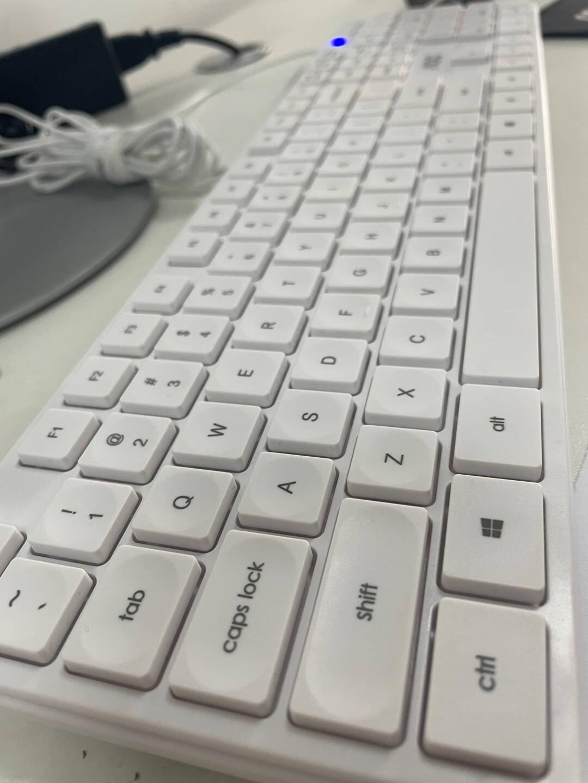 AOCAIO大师92623.8英寸高清办公一体机台式电脑(十代i3-101008G512GSSD旋转升降支架支持壁挂WiFi)
