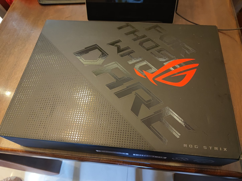 ROG枪神5 15.6英寸300Hz高刷高色域液金导热游戏本笔记本电脑(超频版8核锐龙R9 5900HX 32G 1TSSD RTX3070)