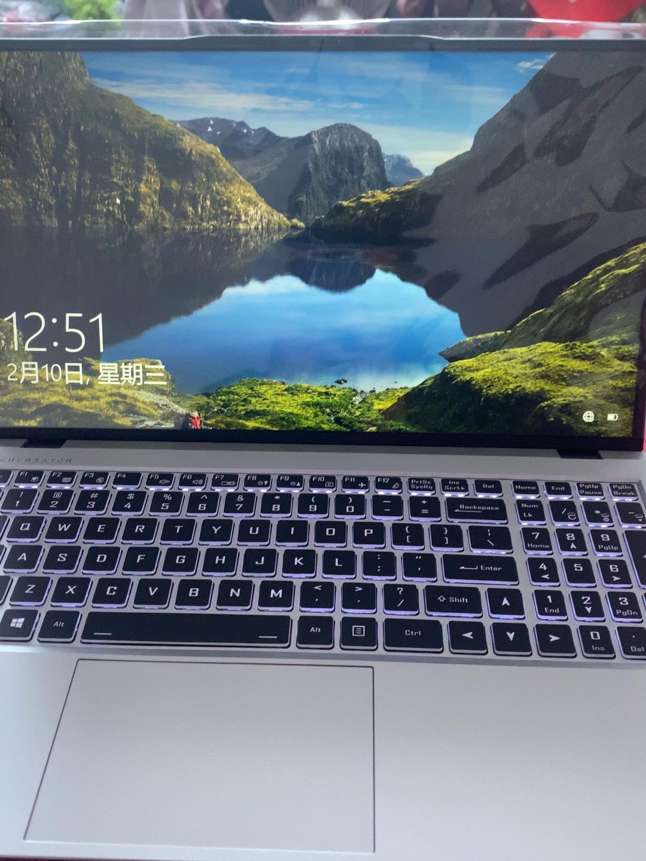 机械师15.6英寸商务笔记本电脑,提供15小时的超长续航时间