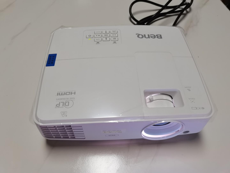 明基E310S智能投影仪,手机直接无线投屏用