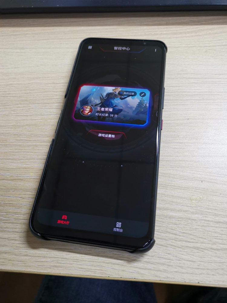 ROG游戏手机5送男朋友礼物,手机也有电竞本的游戏体验