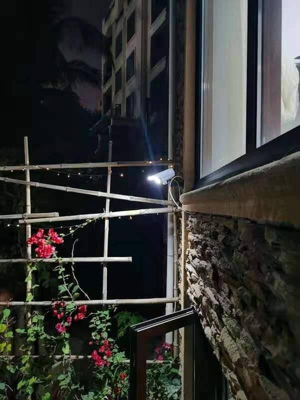 菲美苏太阳能灯户外庭院灯家用室外射照明防水路灯新农村led投光灯人体感应花园景观围墙壁灯F76仿真监控太阳能灯