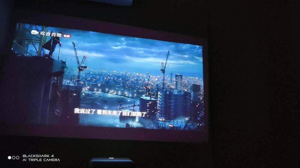 坚果智慧墙O1超近距投影仪家用投影机家庭影院投影电视(无感对焦全自动梯形校正丹拿调音1080P高清)