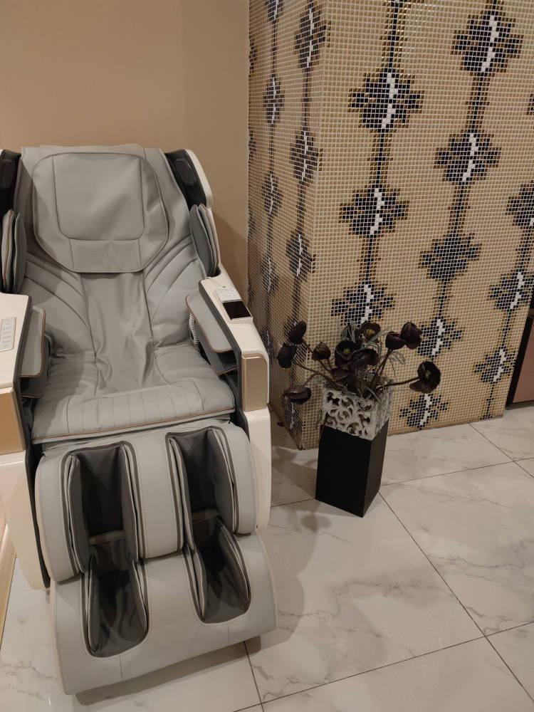 海尔(Haier)按摩椅家用太空舱全自动全身豪华零重力电动智能语音多功能按摩沙发大白鲸HQY-A511HU1